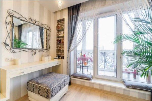 Московская квартира Владимира Машкова - спальня, оформленная в классическом стиле в бежево-коричневых тонах