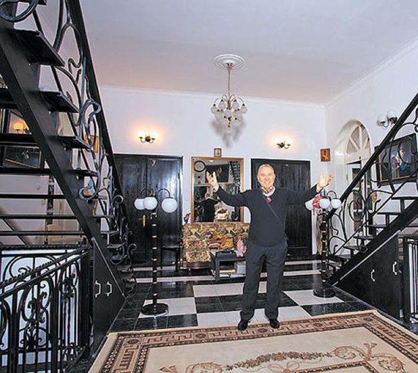 Вячеслав Зайцев и его жилище