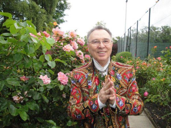 Цветы в саду особняка Зайцева
