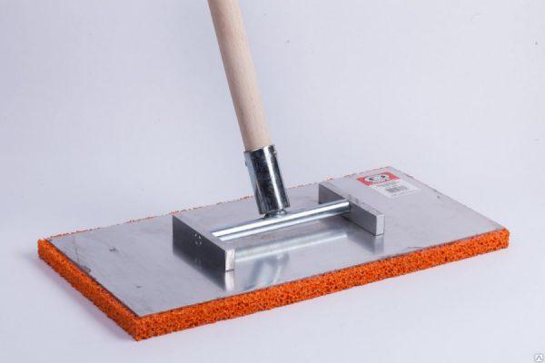 Инструмент для затирки штукатурки с деревянным держателем