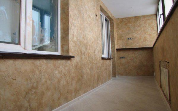Крупнорельефное покрытие скрадывает мелкие дефекты поверхности стен