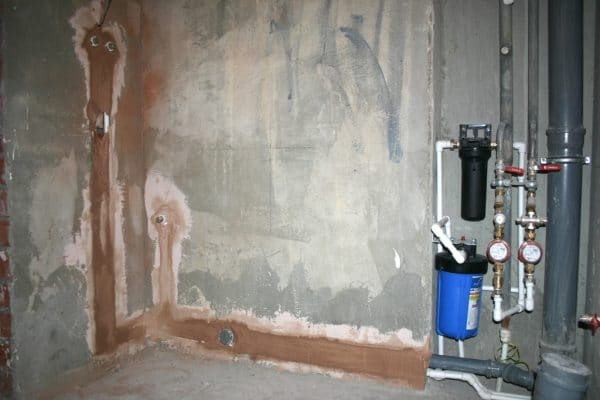 Одним из главных критериев штукатурки для ванной комнаты является водостойкость