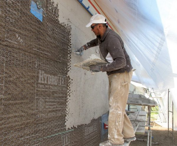 Применение сетки для штукатурных работ