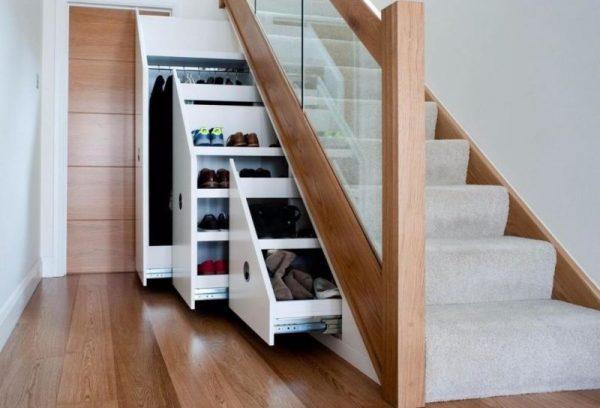 Хранение под лестницей