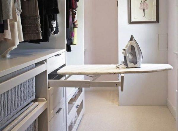 Выдвижная гладильная доска в шкафу