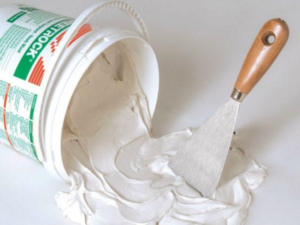 Замешивание раствора - шпаклевка для штукатурки