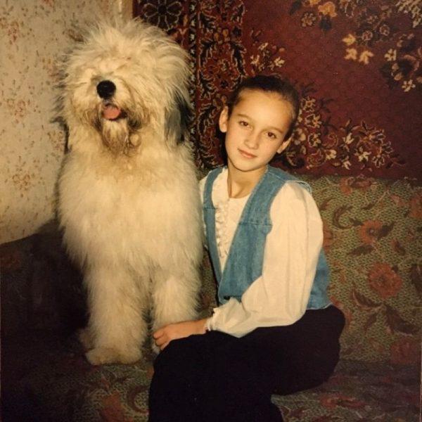 Маленькая Ольга Бузова со своей собакой