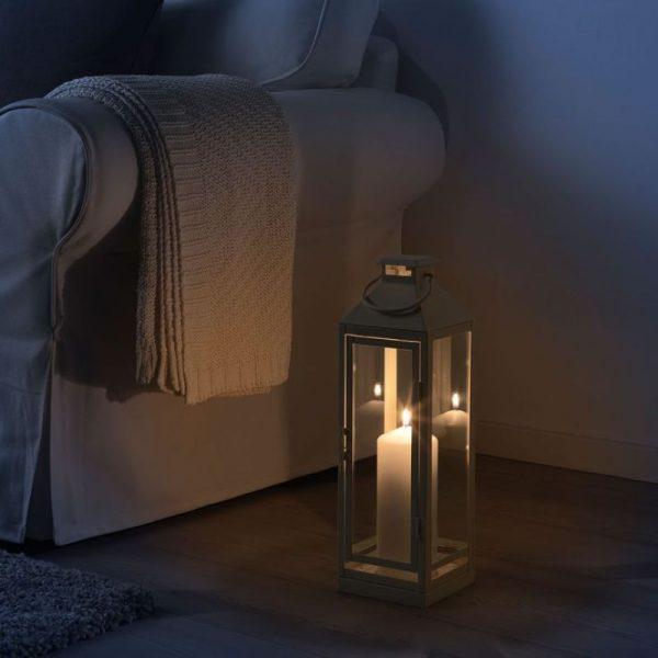 Свечные фонарики в интерьере гостиной