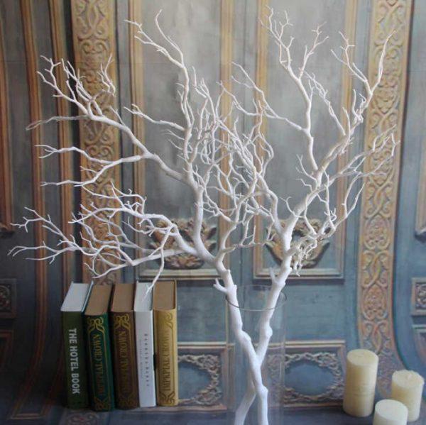 Декор из веток дерева в вазе