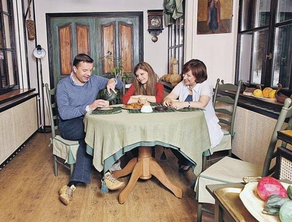 Леонид Парфенов с семьей
