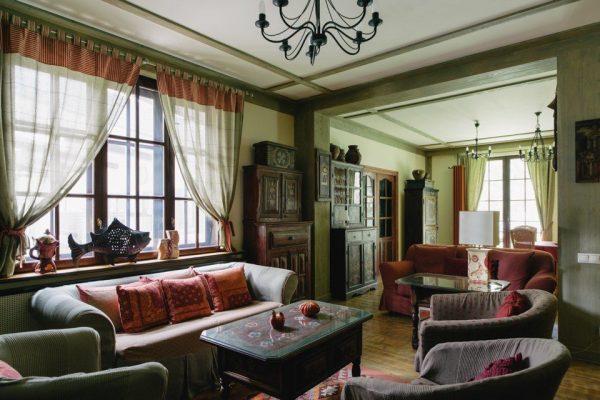 Интерьер гостиной в доме Леонида Парфенова