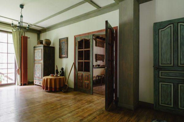 Прихожая в доме Леонида Парфенова