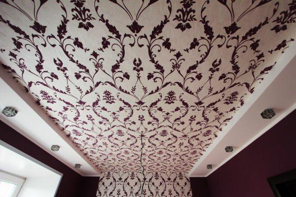 Флизелиновые обои на потолок