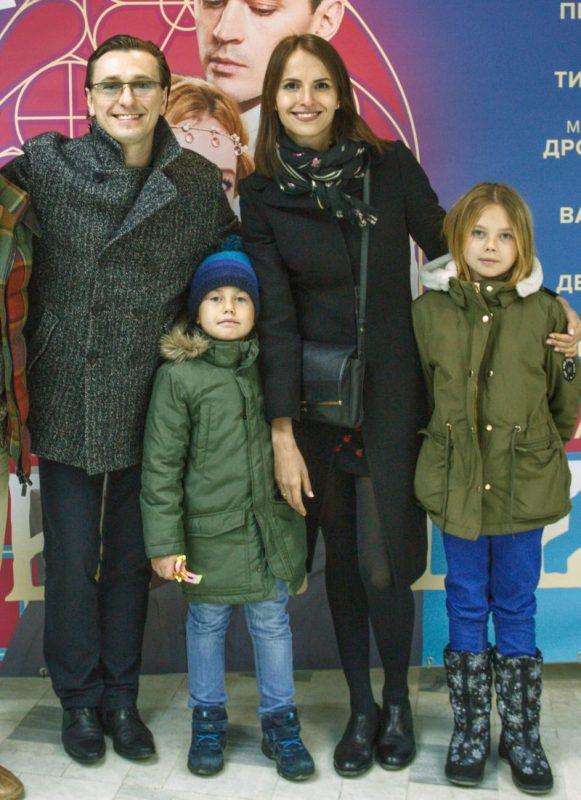 Сергей Безруков с новой женой Анной Матисон и их общими детьми