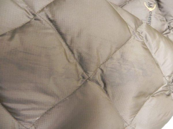 Грязные следы на куртке