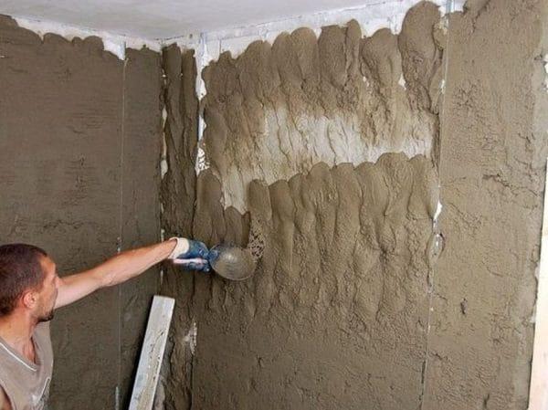 Обрызг стен штукатурным раствором