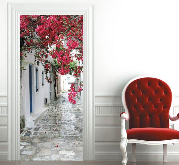 Оформление двери с помощью фотообоев
