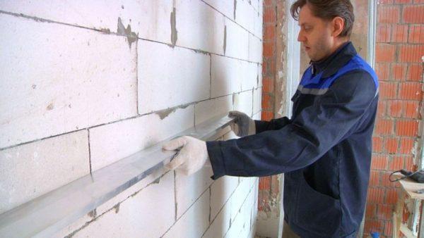 Стены из газобетона перед оштукатуриванием