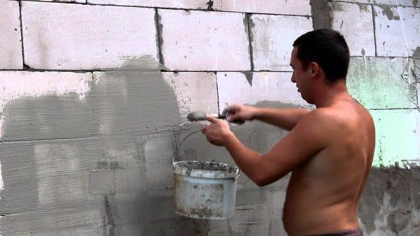 Подготовка стены из пеноблоков к нанесению штукатурки
