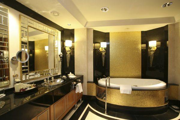 Ванна в золотом цвете