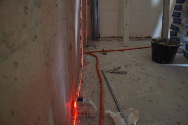 Выравнивание стены по лазерному уровню