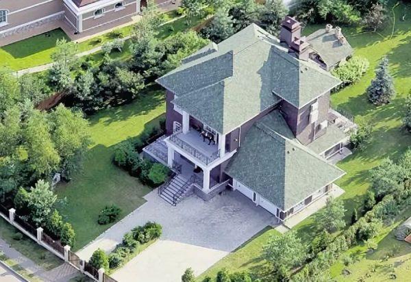 Трехэтажный особняк Макаревича