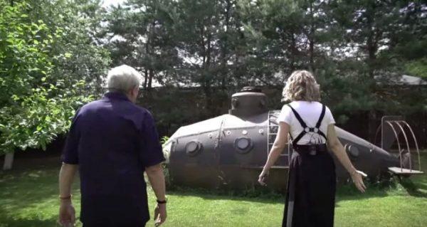 Подводная лодка в саду Андрея Макаревича