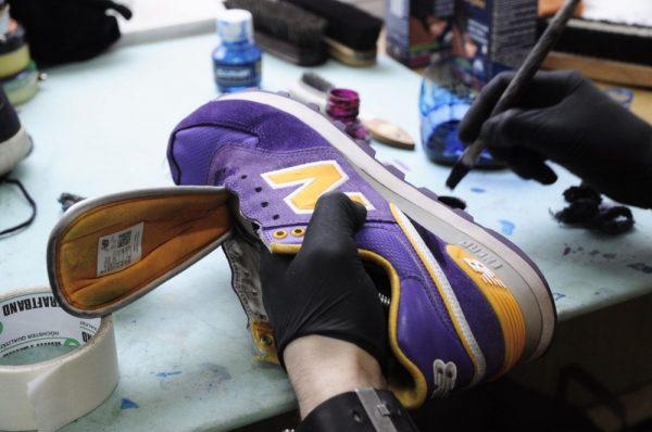 Подготовка кроссовок к окрашиванию
