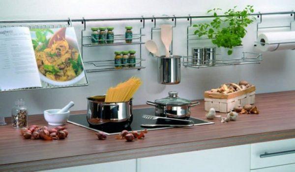 Кухонные рейлинги над плитой
