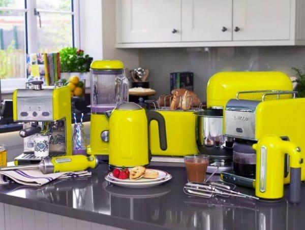 Нагромождение бытовой техники на кухне