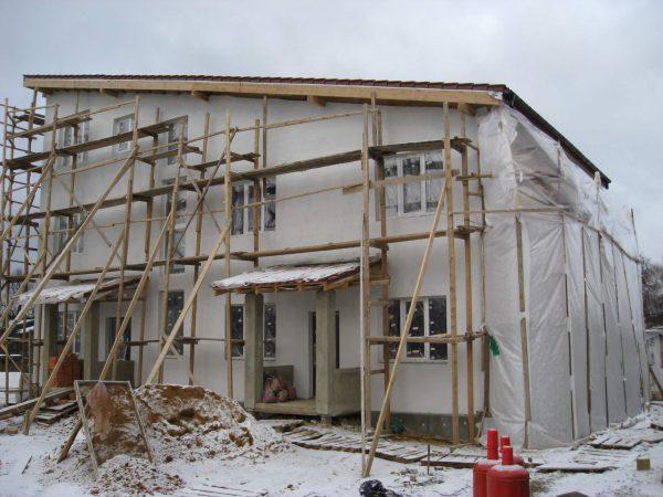 Штукатурка фасада зимой