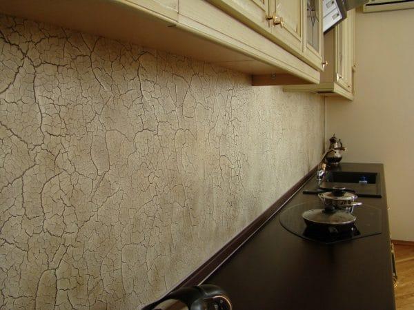 Штукатурка короед с эффектом кракелюр в интерьере кухни