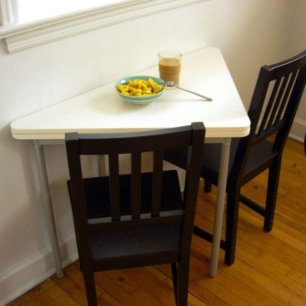 Угловой треугольный стол для кухни