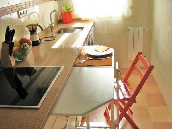 Многофункциональная столешница для маленькой кухни