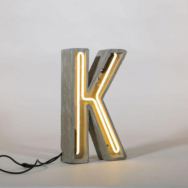 Светильник для стола в виде буквы