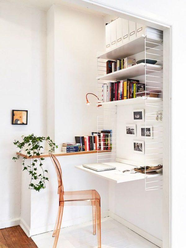 Рабочее место в маленьком углу комнаты