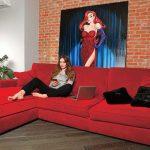 Г-образный красный диван