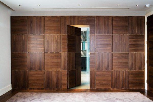 Скрытая дверь в шпоне