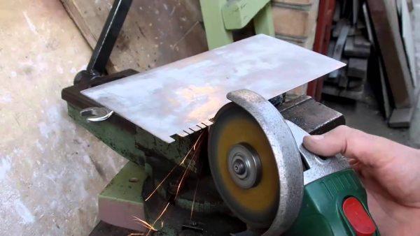 Изготовление гребенки с помощью болгарки
