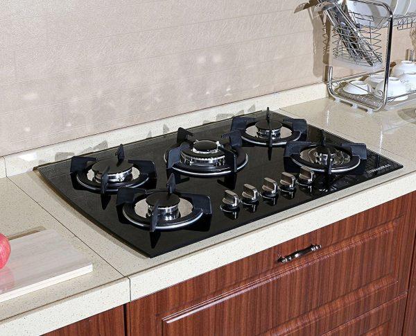 Кухня с газовой варочной панелью
