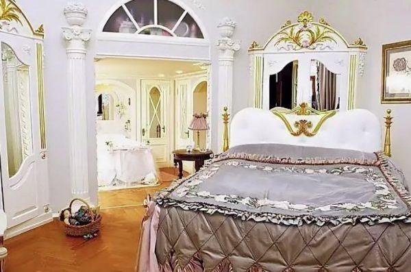 Спальня в квартире Мельниковой