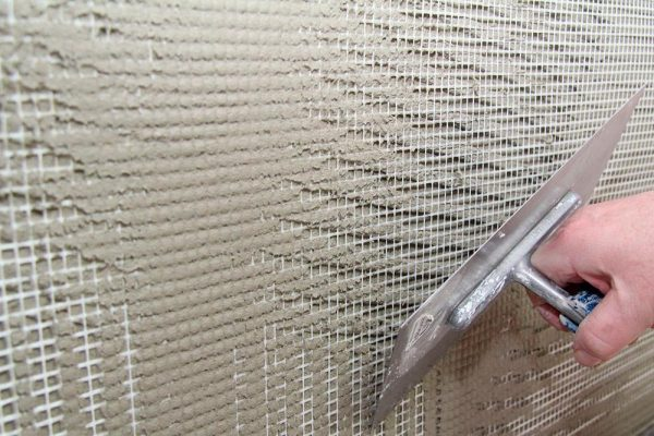 Нанесение раствора в несколько слоев с армирующей сеткой