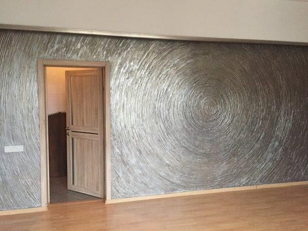 Оформление стены под жидкий металл