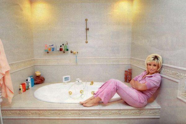 Оформление ванной комнаты в доме Аллегровой