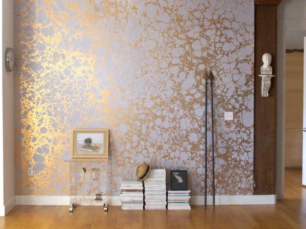 Оклейка стен металлизированными полотнами