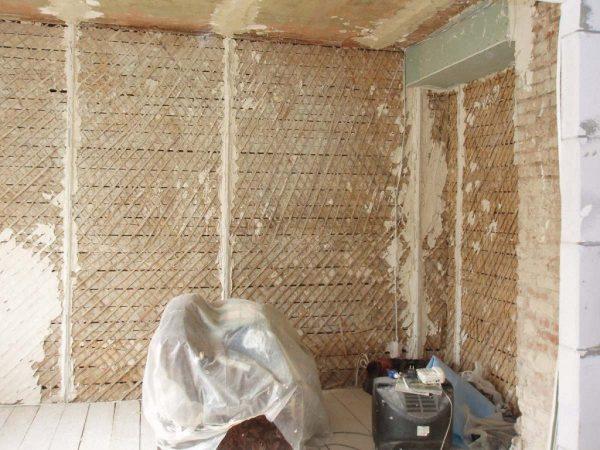 Оштукатуривание деревянных стен