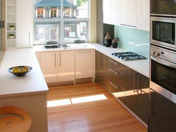 П-образный интерьер для маленькой кухни