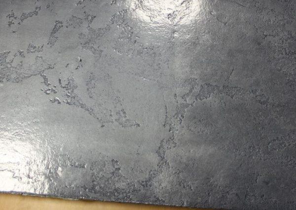 Покрытое лаком декоративное покрытие под металл