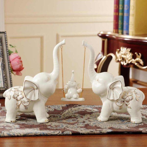 Белые керамические статуэтки