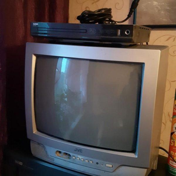 Старый телевизор и ДВД